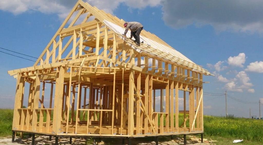 Как и каждое строительство, каркасные дома прежде всего оценивает цена вопроса. Обдумывая проект, информация сколько стоит каркасный дом нуждается в детальном уточнении. Прежде всего следует исходить из того, что при любом проекте от коттеджа до садового или охотничьего домика строительство обойдется Вам значительно дешевле капитального.